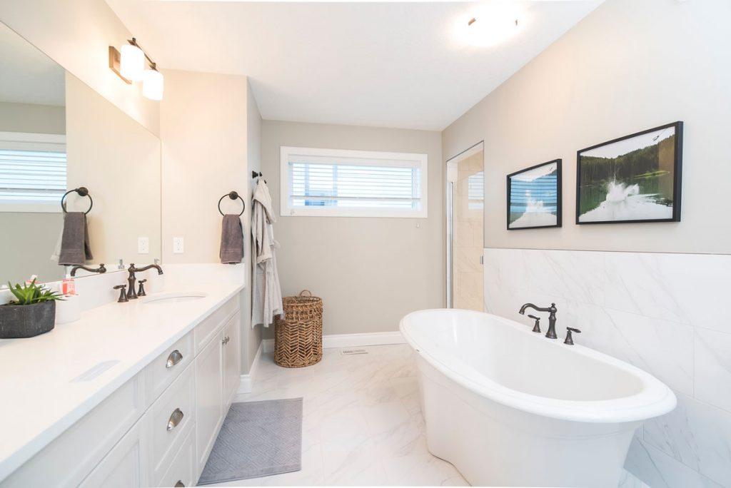 Tricks to Make a Small Bathroom Look Bigger